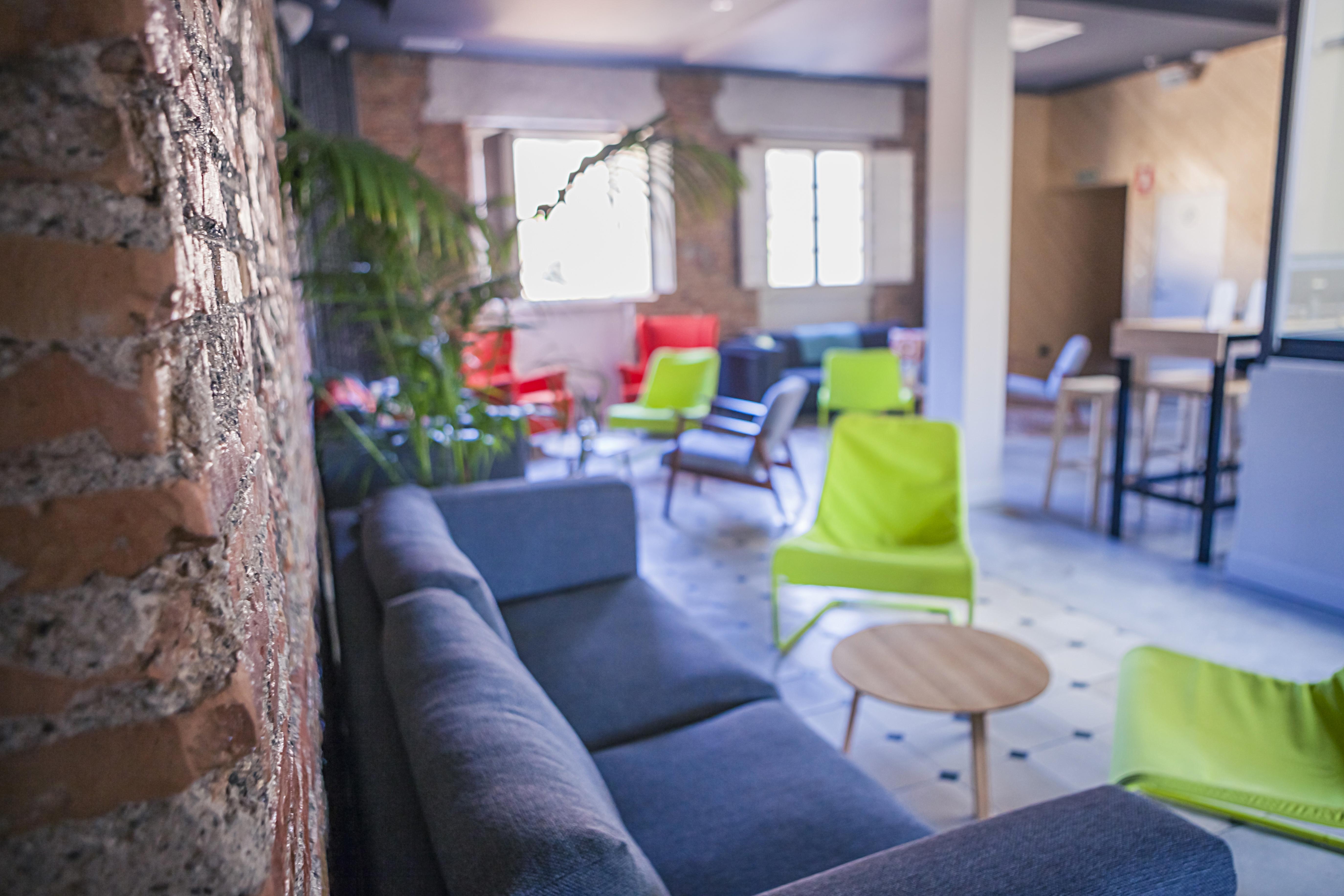 ¿Dónde dormir en Málaga cuando viajas en grupo? ¡En Alcazaba Premium Hostel!, la opción perfecta