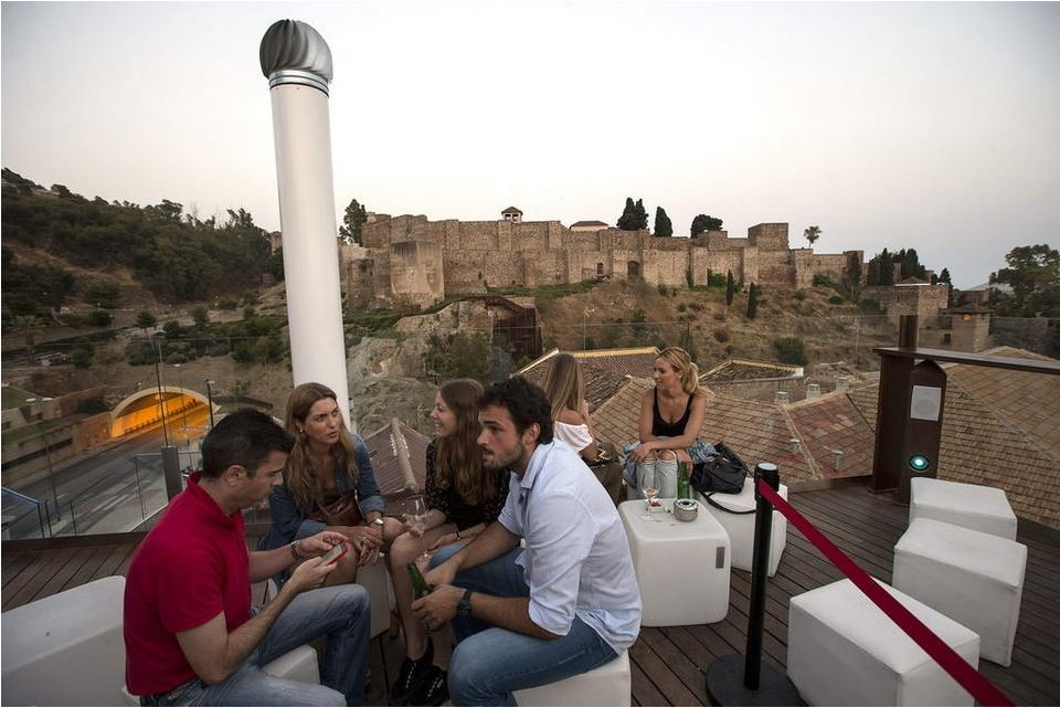 La Vanguardia newspaper highlights cultural and urban tourism in Malaga & Alcazaba Premium Hostel