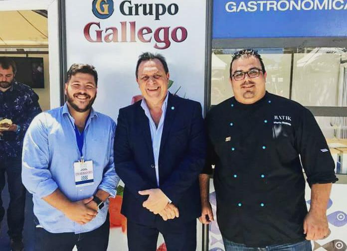 Integrantes de Batik con el Ministro de Turismo de Argentina en Alcazaba Premium Hostel