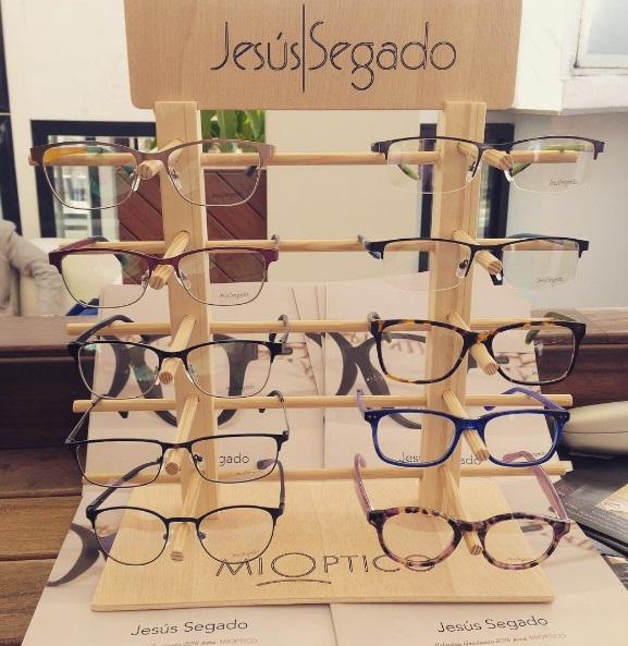 Presentación de gafas de Jesús Segado en La Terraza de Alcazaba Premium Hostel